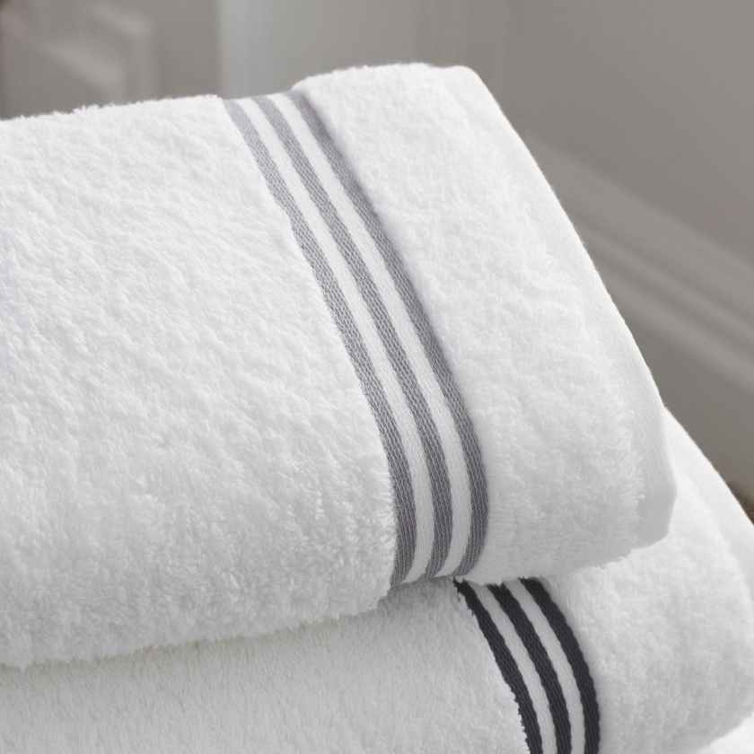 towels bath bathroom