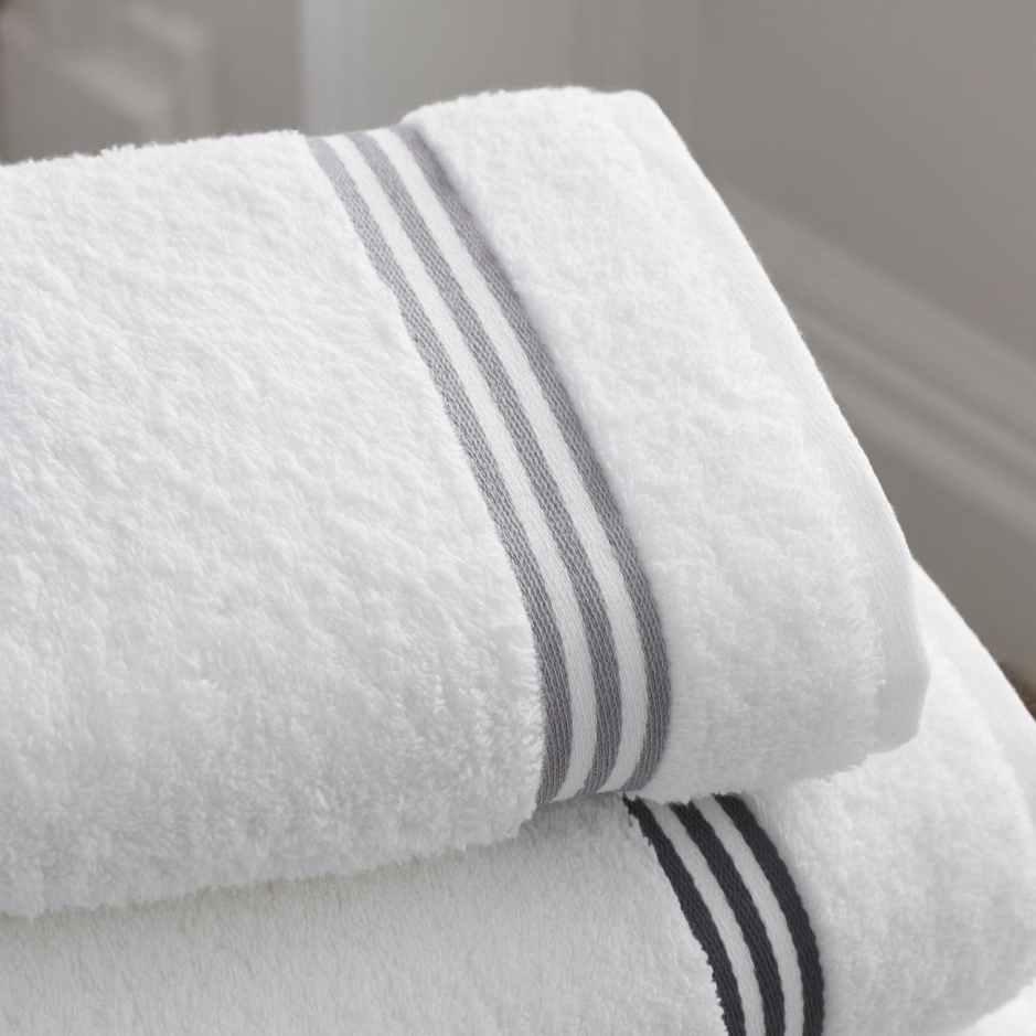 towels bath bathroom